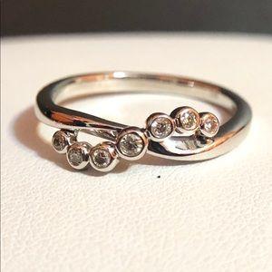 NWOT stunning .22ctw natural diamond ring